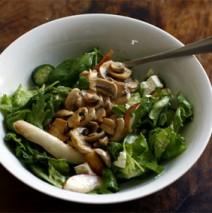 Birnen-Champignon-Salat mit Käse