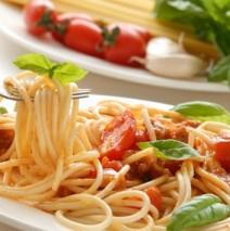 Gli Spaghetti 'saltati' in Padella – Spaghetti in der Pfanne soutiert