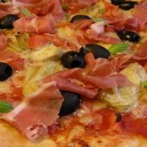 Pizza Capricciosa – Pizza mit Artischocken und Schinken