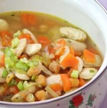 Italienische Kichererbsensuppe mit Gemüse
