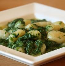 Spinat-Gorgonzola Sauce mit Champignons