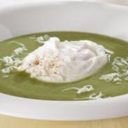 Zuppa di spinaci con l'uovo – Spinatsuppe mit Ei